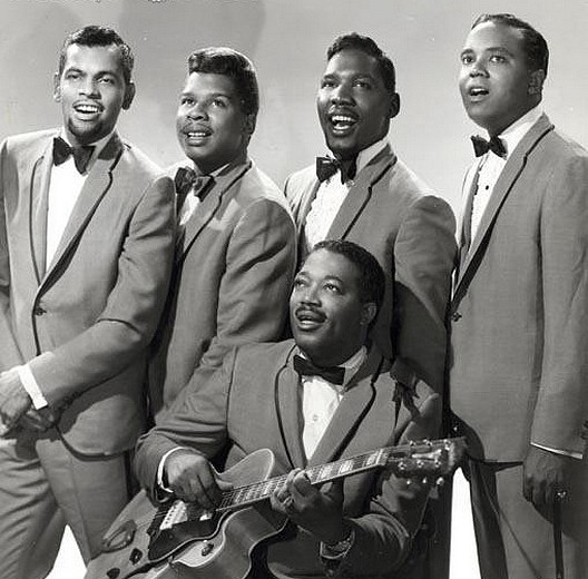 Pochette Kissing In The Back Row Of The Movies The Drifters